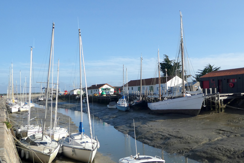havnen ved lavvande på Noirmoutier